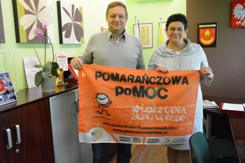 Powiat �aski wspiera Pomara�czow� PoMOC