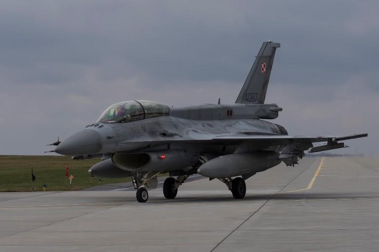 Przebazowanie F-16