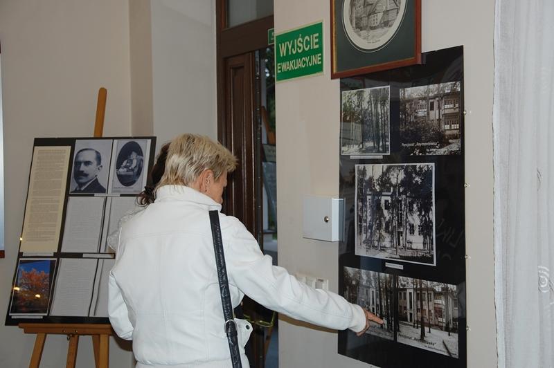 """Wystawa """"Kolumna na starych zdjęciach"""""""